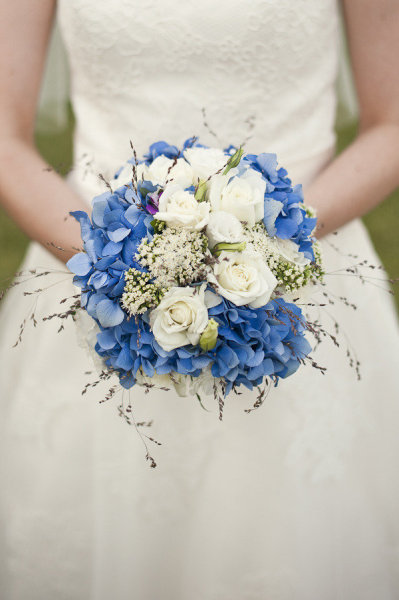 blue-white-wedding-bouquet